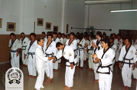 The founder's first visit to Argentina for the Chil Song Hyung clinic in Buenos Aires in December 1987. Jose Blotta (20557), Rafael Blotta (21469 (), ??, Daniel Maronna (20561), Roberto Fernandez (22294), Uran (), Ricardo Longinotti (22616), Raul Urquiza (22615), L are showing in this photo.