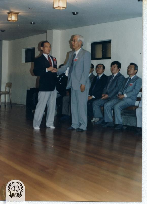 The founder introducing Professor Na, Hyun Seong to guest at the Grand Opening of the Joong Ang Do Jang in 1988.