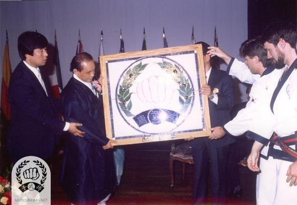 The Founder receiving a gift from the American team at the 1989 International Demonstrations in Korea. Daymon Kenyon (19839) & Frank Schermerhorn (19787).