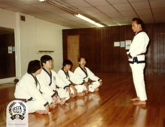 The founder explaining Chil Song Hyung. From left; Kang Uk Lee (70), Wha Yong Chung (410), Chung Il Kim (475), and HC Hwang (509) at US Headquartere Do Jang in Springfield, NJ