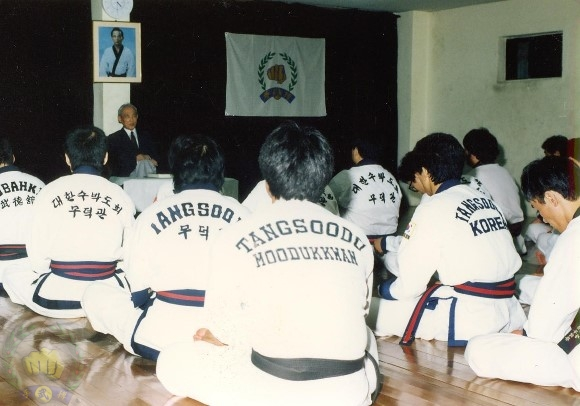 1990-4_KDJ...