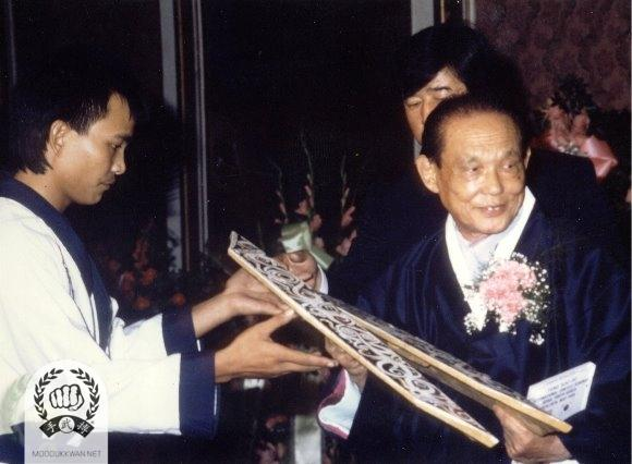 The Founder receiving a gift from Udan Menon (21662) of Malaysia.