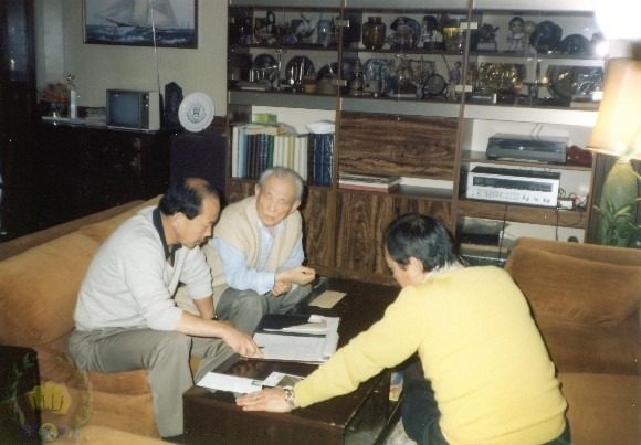 The Founder with H.C. Hwang (509) and Hong Yong Gi (4142).