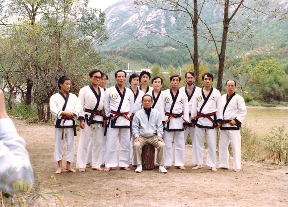 Seminars with the Founder in Korea. Left to right; Song Gyu Hwa, Kim Yong Duk (2), Shin Kwan Yong (440), Choi Hee Seok (5), Kim Du Ryeol (5998).