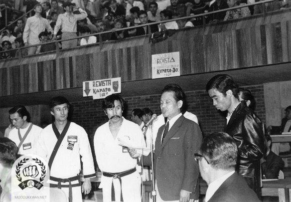 Hwang Kee KJN's opening speech at the Mexican National Championships in Mexico City, Mexico in 1970. Jack Hwang (2506) and Dae Won Moon (2184) are shown in this photo.