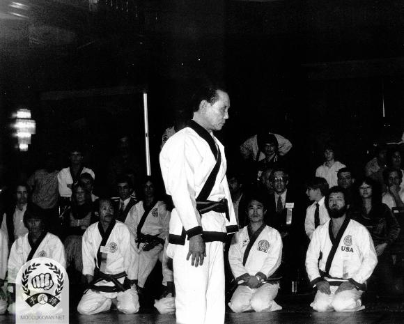 The founder's first Hwa Sun Hyung demonstration at the 4th Internationals. Chung Il Kim (475), HC Hwang (509), Myung Seok Seo (2322), and Russ Hanke (4137) are kneeling to observe.