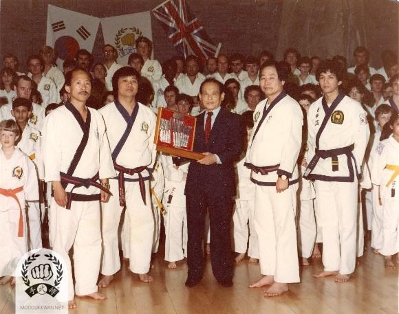 Chil Song Clinic in England. From left: HC Hwang, L. Loke(), KJN, KU Lee(70), and P. Chin(19982).